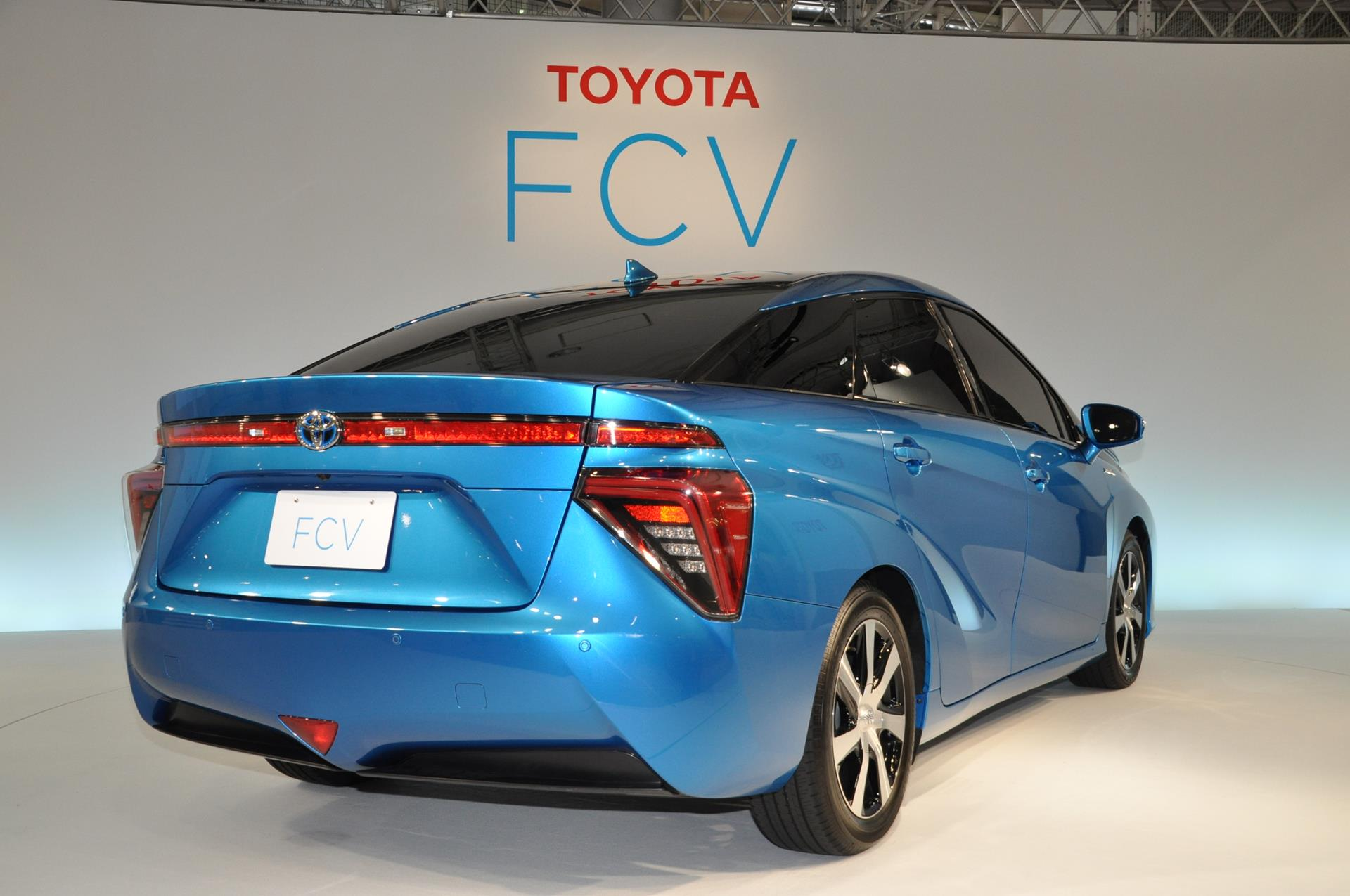 Toyota hydrogenpowered SUV (2)