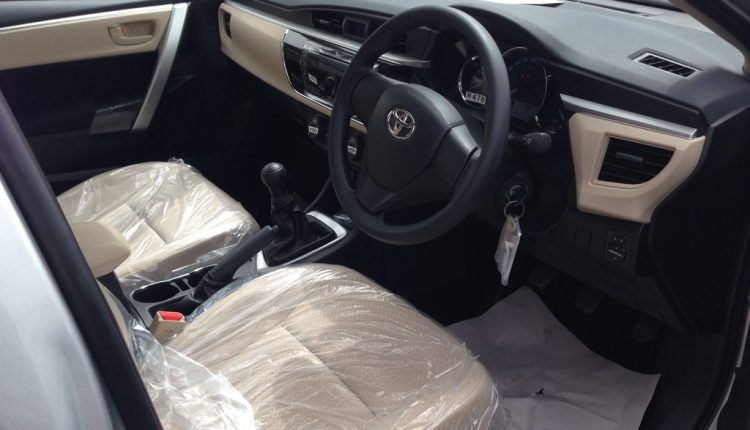 2016_Toyota_Corolla-interior
