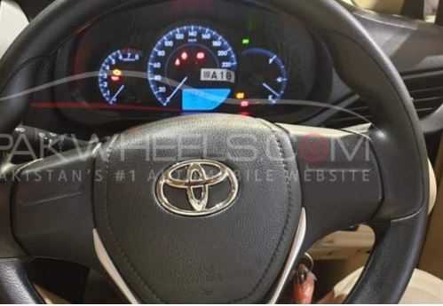 yaris-interior-1.3. MT